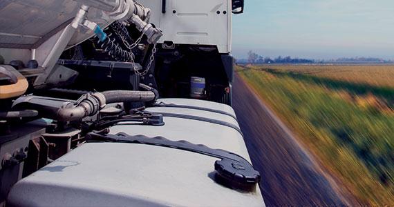 Überwachen Sie den Kraftstoffstand und verhindern Sie Kraftstoffdiebstahl. Die Kraftstoffkosten können bis zu einem Drittel aller Betriebskosten der Flotte betragen. Ein genaues Kraftstoffüberwachungs- und Steuersystem ist eine der wichtigsten Möglichkeiten, um die Betriebskosten zu senken und die Effizienz zu steigern. Kraftstoffstand und Verbrauchsangaben Kraftstofftanksteuerung Kraftstoffdiebstahl-Schutz Berichte, Analysen und Benachrichtigungen